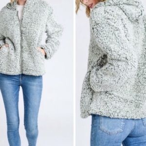 💜 Soft, hooded zip up Sherpa